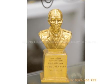 Tượng Võ Nguyên Giáp bán thân bằng đồng mạ vàng