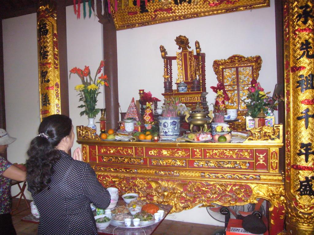 Vị trí đặt ngai thờ trên bàn thờ gia tiên